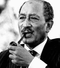 Anwar al-Sadat Tentò con il dialogo di portare la pace nel Medio Oriente. Per questo fu ucciso dal fondamentalismo islamico dei Fratelli musulmani, che ha poi ispirato Al Qaeda