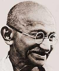 Mahatma Gandhi Praticò la non violenza e il non attaccamento e diede forza e dignità agli ultimi ed ai dimenticati, come un nuovo Gesù. Fu ucciso dal fondamentalismo religioso