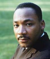 Martin Luther King jr. Combattè la discriminazione razziale con le armi della non-violenza. Dopo di lui - e grazie a lui! - l'America non fu più la stessa. Fu ucciso dalla stupidità razzista